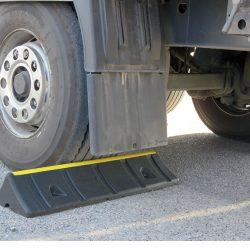 מעצור גלגל לכלי רכב כבדים/ גדולים